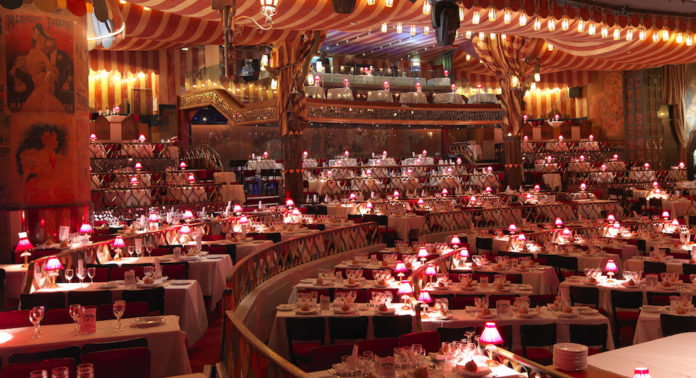 https://frenchly.us/wp-content/uploads/sites/9/2012/11/Moulin-Rouge-Salle-1068580-696x378.jpg